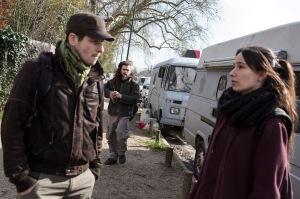25 février 2016, Paris, FRANCE. Mika, David, et Chloé vivent en camion au bois de Vincennes. De temporairement, ils y sont finalement à l'année. Ils partent à la fin du marché de porte dorée pour tenter de récupérer les invendus.