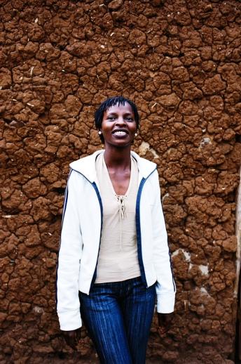 Alice a 24 ans et vit à Ndera avec ses frères et sœurs. Après l'orphelinat, ils se sont regroupés dans une maisonnette de l'umugudu qui leur a été donné. Ils ont également décidé d'accueillir Martin, un autre orphelin. Aucun adulte n'a vécu avec eux pendant des années. Alice a aujourd'hui deux fils.