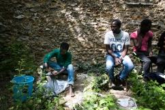Ahmed lave son linge au Bois Dormoy.