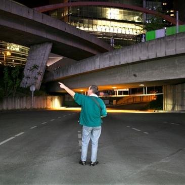 """Antonio à la sortie du parking souterrain des """"4 temps""""."""