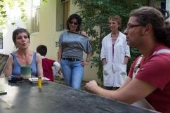 De gauche à droite : Elise Kastner, céramiste ; la gardienne ; Catherine Arnaud, sculptrice ; Mehdi Achem, sculpteur