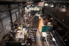 En activité depuis 1947, la métallerie Grésillon de la rue Ramponeau (XXe) et les artistes présent dans la cour, dans le bas Belleville sont aujourd'hui priés de quitter les lieux. La parcelle serait revendue à un promoteur privé qui souhaite construire une auberge de jeunesse de 200 lits alors que le plan Vital'Quatier a pour objet la sauvegarde des commerces et emplois de proximité.