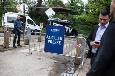 7 mai 2017, Paris (75), France. Devant la tente réservée aux journalistes lors de la soirée électorale de Marine Le Pen (FN) lors du deuxième tour des élections présidentielles.