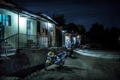 8 décembre 2016, Kigali, RWANDA. Vie dans la rue la nuit à Kigali au Rwanda dans le quartier Kimihurura.
