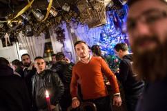 """6 janvier 2017, Lille (59), FRANCE. Aurélien Verhassel, chef de Génération Identitaire Flandres, se tient au milieu de ses militants dans le bar associatif """"La Citadelle"""" qui leur appartient. Il vient de dire les voeux identitaires pour l'année 2017 : """" Vous êtes ici pour défendre l'identité ethnique et culturelle dont nous sommes les détenteurs !"""""""