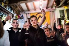 """6 janvier 2017, Lille (59), FRANCE. Les jeunes militants de Génération Identitaire Flandres trinquent à la nouvelle année dans le bar """"La Citadelle"""" à Lille."""