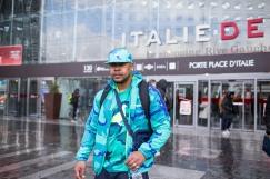 Jérôme devant le centre commercial Italie 2.