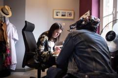 17 mai 2019. Olive, la mère de Loïc, remplit le dossier avec l'assistante sociale pour que son fils puisse avoir l'Allocation Adulte Handicapé.