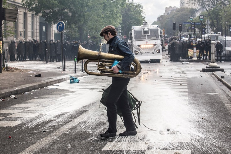 May 1, 2018, Paris (75), FRANCE. Violent clashes including black blocs during the demonstration of the 1st of May 2018 in Paris. 1er mai 2018, Paris (75), FRANCE. Violents affrontements avec les black blocs, aussi appelé cortège de tête, et destructions à Paris lors de la manifestation du 1er mai.